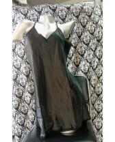 Camisón negro de satén suelto para un sueño sensual
